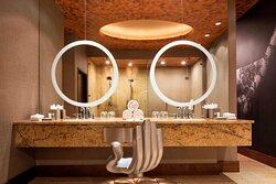 Broadway Suite - Guest Bathroom