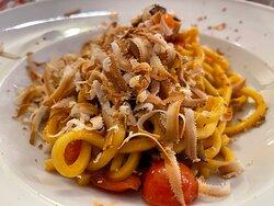 Bigoli della Nonna con melanzane fritte, pomodorini e ricotta affumicata (9.90€)