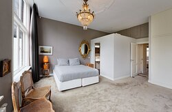 Presidential Canal Suite - Master bedroom