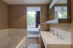 Presidential Canal Suite - Bathroom