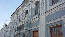 Балкон восстановлен, фасад отреставрирован. Ждем продолжения ремонта внутри здания!