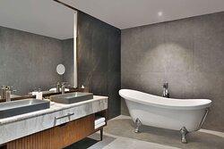 Amara Grand Villa - Master Bathroom