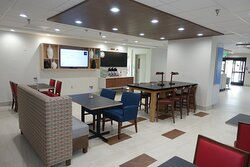 Holiday Inn Express and Suites Brentwood Breakfast Dining Area