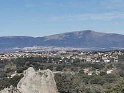 Vistas del Monasterio de San Lorenzo del Escorial y monte Abantos.