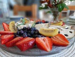 Salada de fruta e doce crocante de massa filo