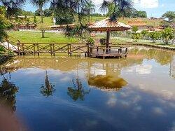 Lago para pesca esportiva