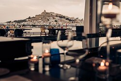 Lío Restaurant & Cabaret is located in a privileged open-air location in Ibiza