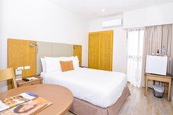 B0DE76 Guest Room