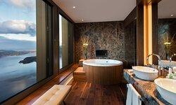 Presidential Suite, Bathroom