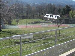 Family Hôtel. Vue 37. Le Court de Tennis. Vic Sur Cère 15800.