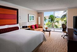 King partial ocean view guest room