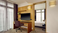 Junior Suite with London Eye view – room