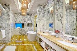 Presient Suite bathroom