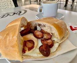 Egg and caboverdean pork sausage sandwich sandes de ovo e linguiça de terra