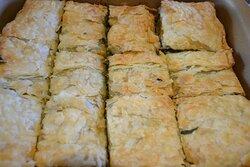 Spanakopita vegana, prato da culinária grega, feito para almoço a domicilio.