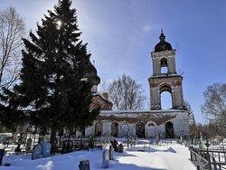 Мытская Вознесенская церковь ранним мартовским утром...