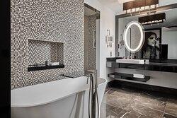 Sauna Suite Bathroom - Tub