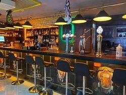 roundres irish bar