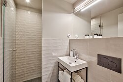 Salle de bain de la chambre familiale.