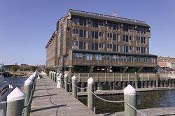 Inn Long Wharf