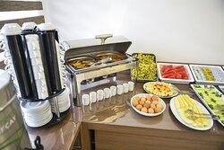 Lezzetli sabah kahvaltımızda siz değerli misafirlerimizi ağırlamaktan memnuniyet duyacağız.