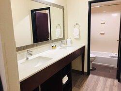 Suite King - Vanity / Bathroom