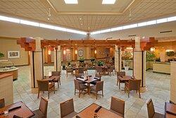 Center Square Restaurant -Holiday Inn Philadelphia Swedesboro