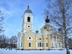 Успенский собор - крупное архитектурное сооружение в стиле классицизма - архитектурная доминанта старого Мышкина