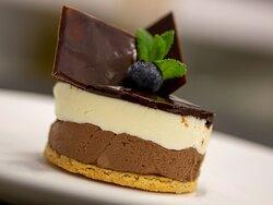 Ganache ai due cioccolati. ☎️ 0331.535604 / 371.4339055 anche WhatsApp Web: www.cortelombarda.com Email: info@cortelombarda.it