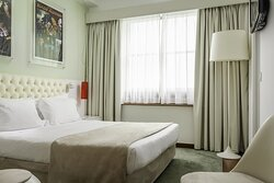 766444 Guest Room