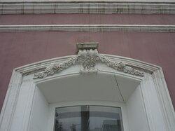Богатая лепнина на фасаде
