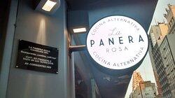 La Panera Rosa: Esquina de Av. Corrientes y Maipù del Microcentro Porteño, Ciudad de Bs.As. Argentina 2021.