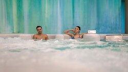 Vasca termale con idromassaggi.