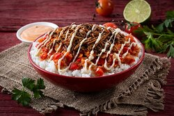 Beef Fajita con Queso Burrito Bowl- Mexican burrito bowl with shredded beef, cheese sauce, sautéed peppers and onions, and roasted tomato salsa. Chipotle aioli sauce is served on the side.