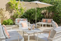 Cocktail Lounge - Terrace