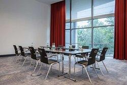 Nasdaq Nikkei Dax meeting room with U-shape setup