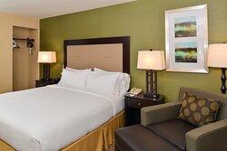 Sacramento Airport Holiday Inn Express Woodland King Guest Room