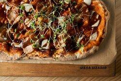 En Masa Mamma reunimos procesos artesanales y combinamos ingredientes saludables de la más alta calidad. Especializados en brunch y pinsas romanas, buscamos siempre la mejor fórmula para que quieras repetir la experiencia.