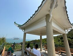 The Peng Chau Island Trail or 'Family Trail' is a very scenic 7km walking path that loops around the island. One of the scenic points is the pavilion lookout above Old Fisherman's Rock.