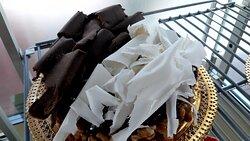 Bolo de noz com rasoas de chocolate