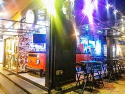 Bar e restaurante.
