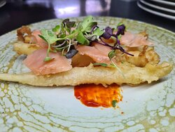 Espárragos blancos en tempura con salmón