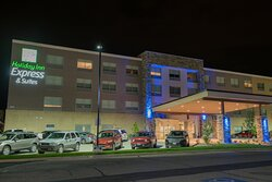 Welcome to the new Holiday inn Express & Suites Fort Wayne North