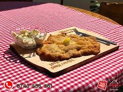 """Meniu Schnitzel """" Wiener Art """" cu salata traditionala """" kartoffelsalat-mit-mayonnaise"""