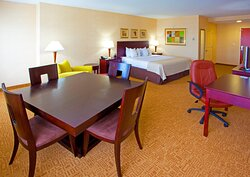 Spacious King Feature Deluxe room with a heavy wooden table for 4