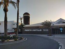 Hafengebäude vom Hotel mit Restaurants