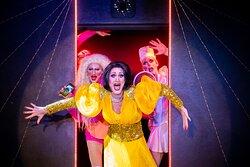 Travestieshow Berlin - Theater im Keller - Circus der Travestie: Szene 6