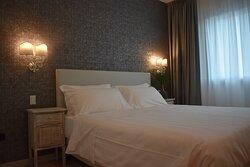 Ecco la nostra camera King completamente rinnovata a marzo 2021 , con tutto lo spazio di cui avete bisogno per passare un ottimo soggiorno nel nostro Hotel