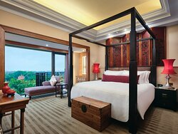 Chinese theme suite bedroom with pool view