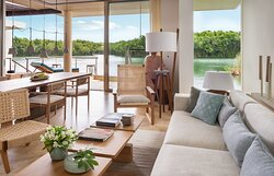 Lagoon-Presidential-Suite-Master-Bedroom